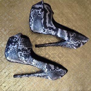 Shoedazzle black/white snakeskin spiked heels sz 6